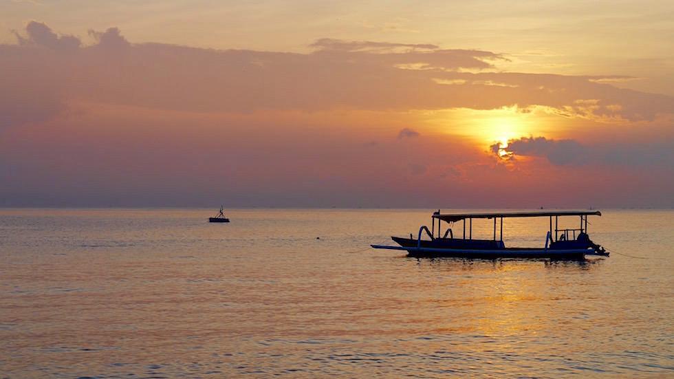 Wunderschöner Sonnenaufgang Meer - Amed Bali Indonesien