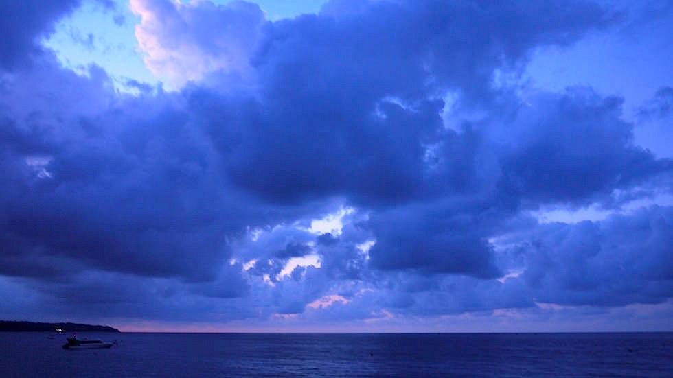Gewitterwolken Meer - Amed Bali Indonesien