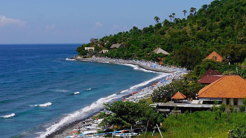 Fischerboote und Fischerdorf bei Amed Bali Indonesien