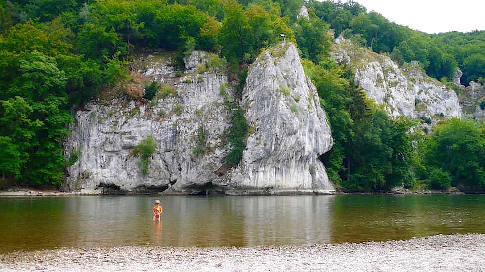 Felsen gegenüber Einsiedlerei - Wanderung zum Donaudurchbruch - Weltenburger Enge bei Kehlheim Bayern