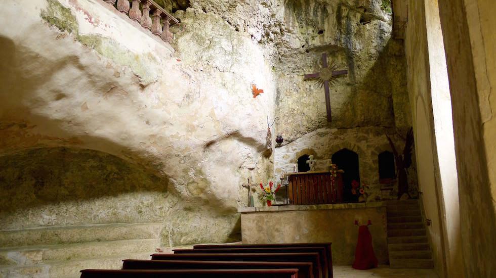 Felsenkirche Einsiedlerei Klösterl - Wanderung zum Donaudurchbruch - Weltenburger Enge bei Kehlheim Bayern
