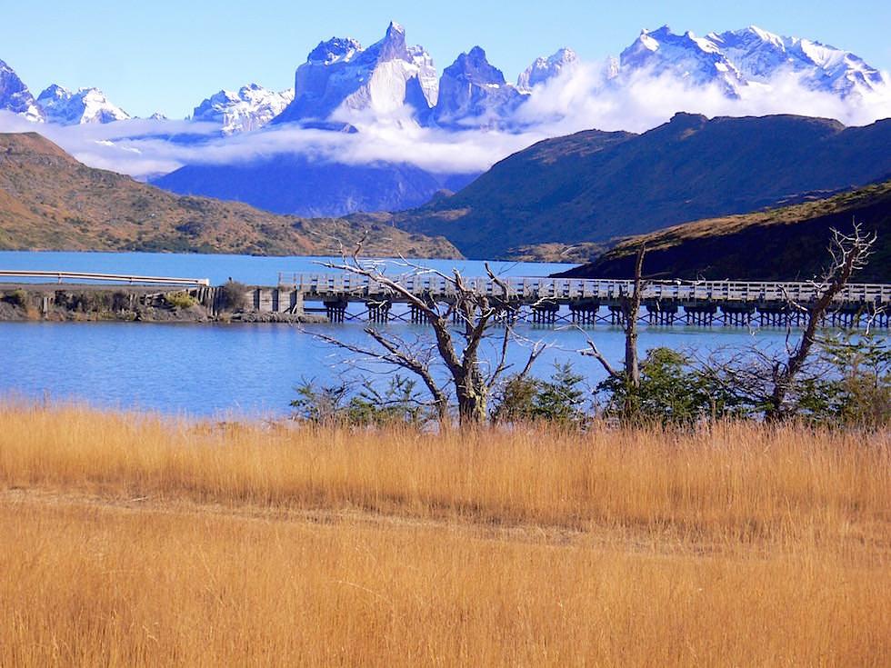 Brücke & Los Cuernos - Lago Pehoe - Torres del Paine Nationalpark - Patagonien, Süd-Chile