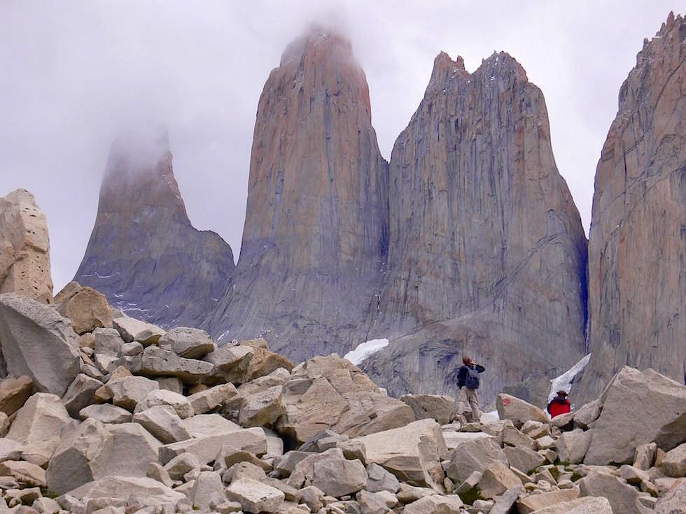 Torres del Paine vom Geröllfeld - Torres del Paine Nationalpark - Patagonien, Süd-Chile