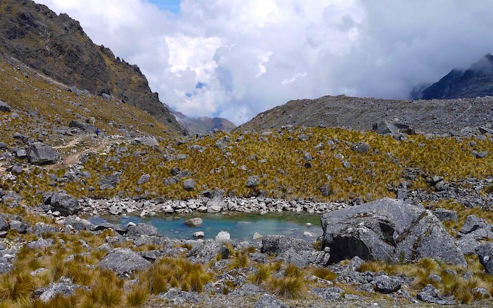 Passüberschreitung und Landschaftswechsel Salkantay Trek Peru zum Machu Picchu