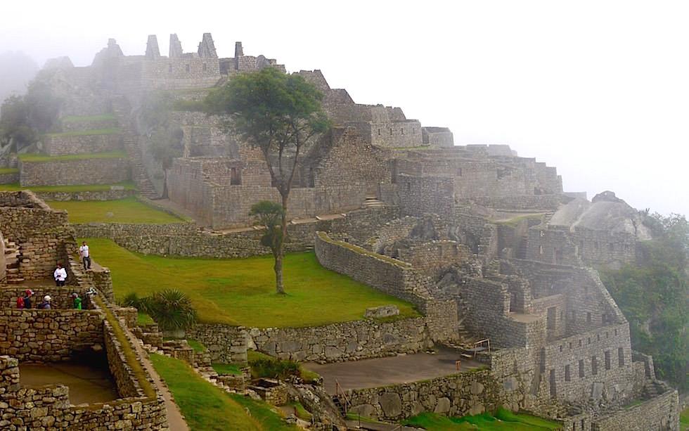 Machu Picchu im Nebel - Peru