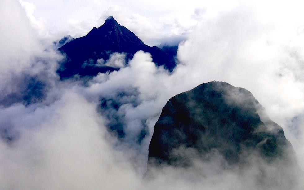 Machu Picchu Berge in Wolken - Peru
