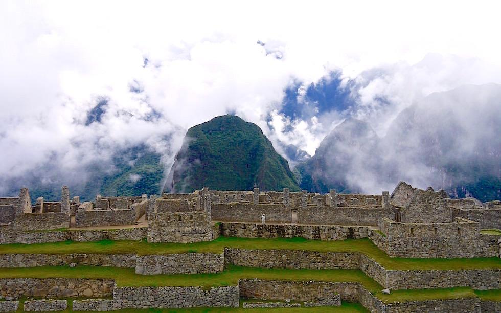 Machu Picchu Blick in Berge und Wolken - Peru