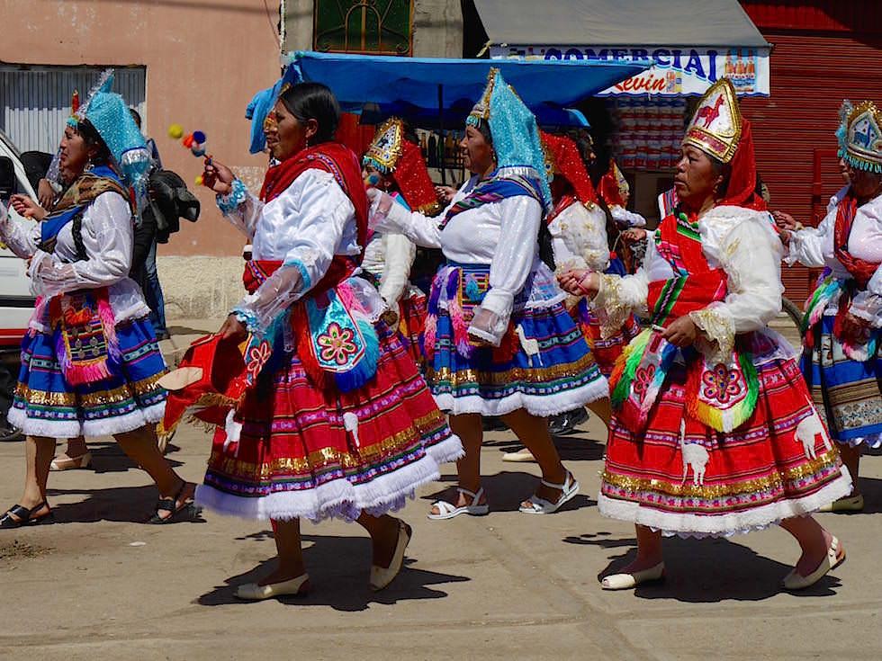 Indianische Kostüme und Masken Festival Puno Peru