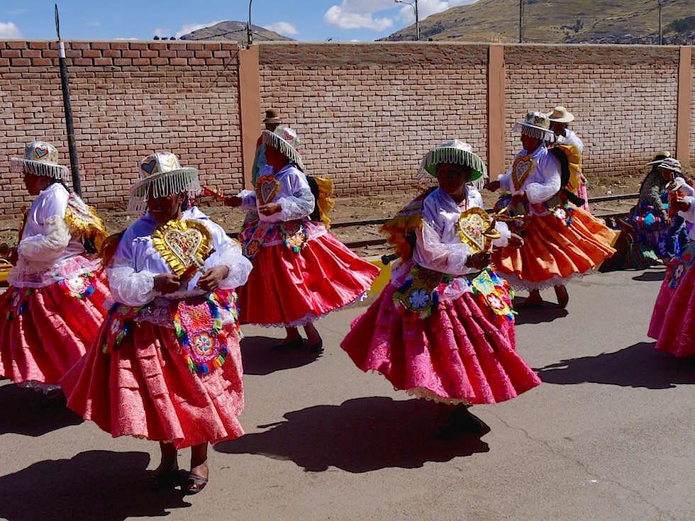 Indianische Straßenfest Kostüme Festival Puno Peru
