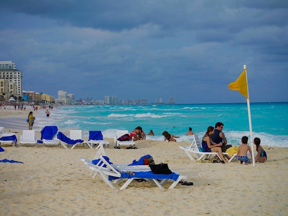 Hotel Zone und Strand Cancun - auch bei dunklen Wolken eine Faszination - Yucatan - Mexiko