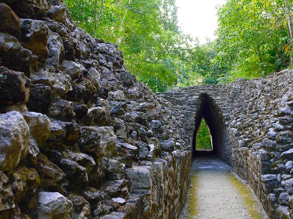 Eingang Tor - Maya Stätte von Becan, Campeche, Yucatán - Mexiko
