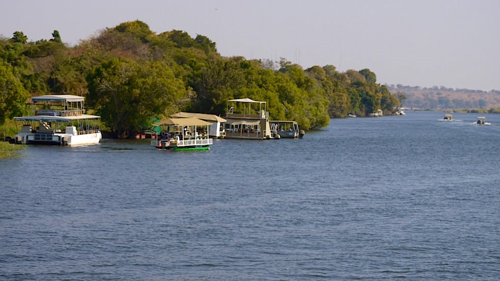 Boote - Chobe River Cruise - Chobe National Park in Botswana