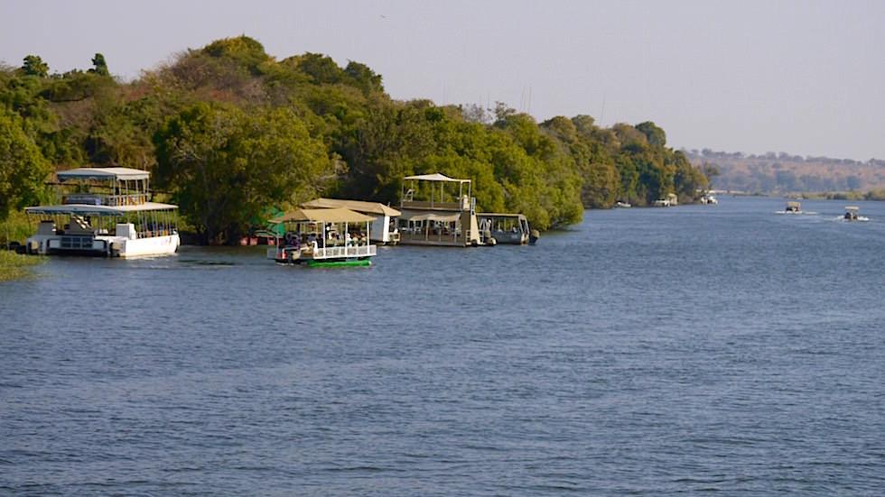 Boote - Chobe River Cruise - Chobe National Park in Botswana