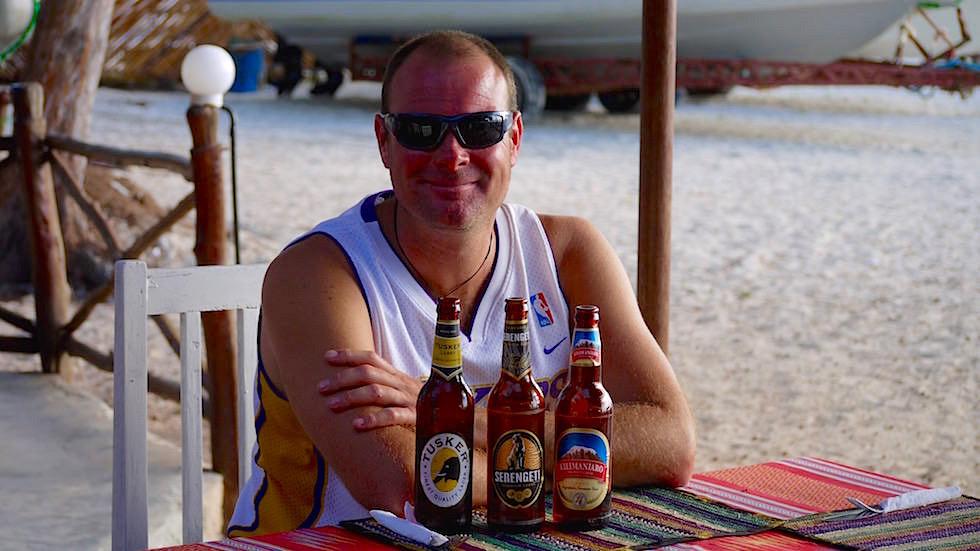 Bier-Tasting am Kendwa Beach - einem der schönsten Strände von Sansibar - Tansania, Afrika