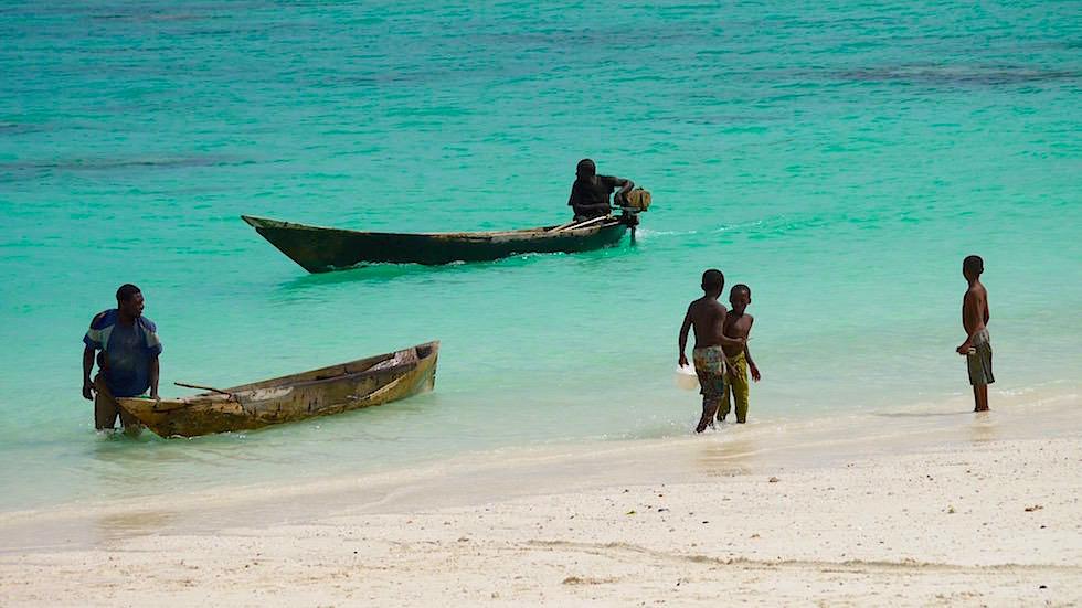 Kendwa Beach mit Fischern & Kindern - schönster Strand von Sansibar - Tansania, Afrika