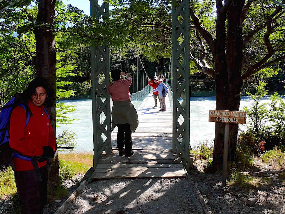Holzbrücke zum Lago Grey - Torres del Paine Nationalpark - Patagonien, Süd-Chile