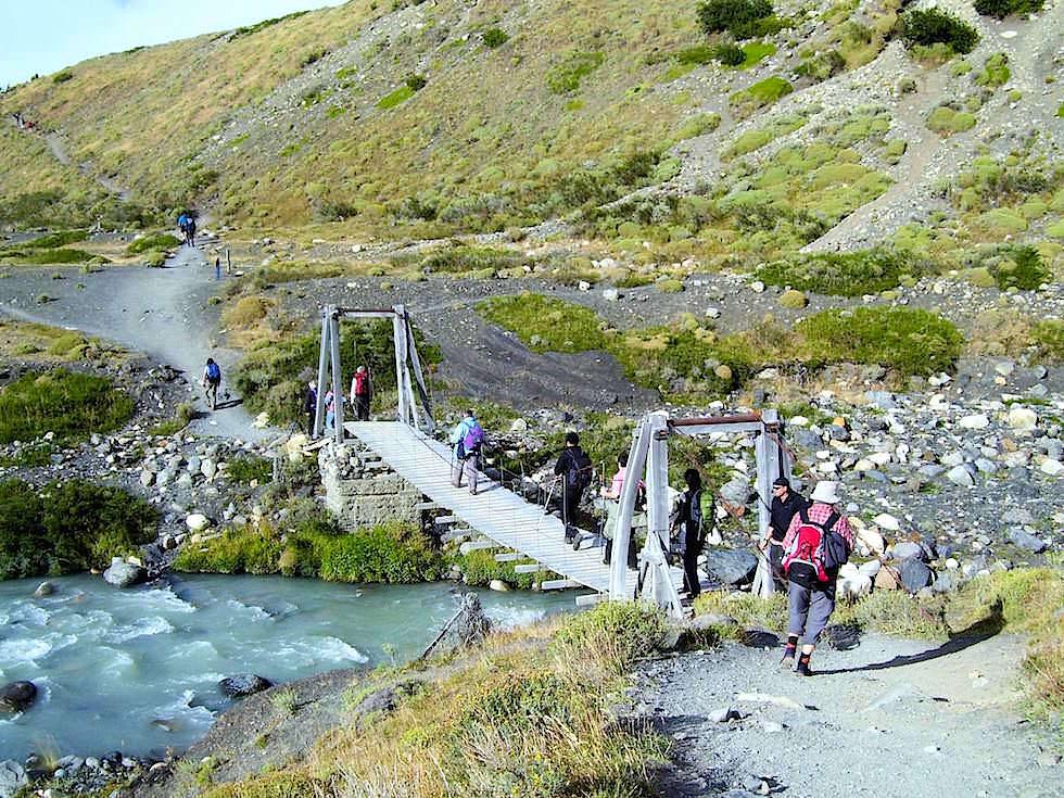Holzbrücke zum Mirador las Torres - Torres del Paine Nationalpark - Patagonien, Süd-Chile
