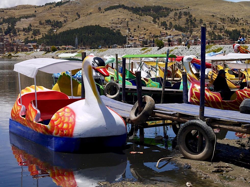 Puno - Beliebt vor allem bei den Peruanern: Tretboot fahren Titicaca See - Peru