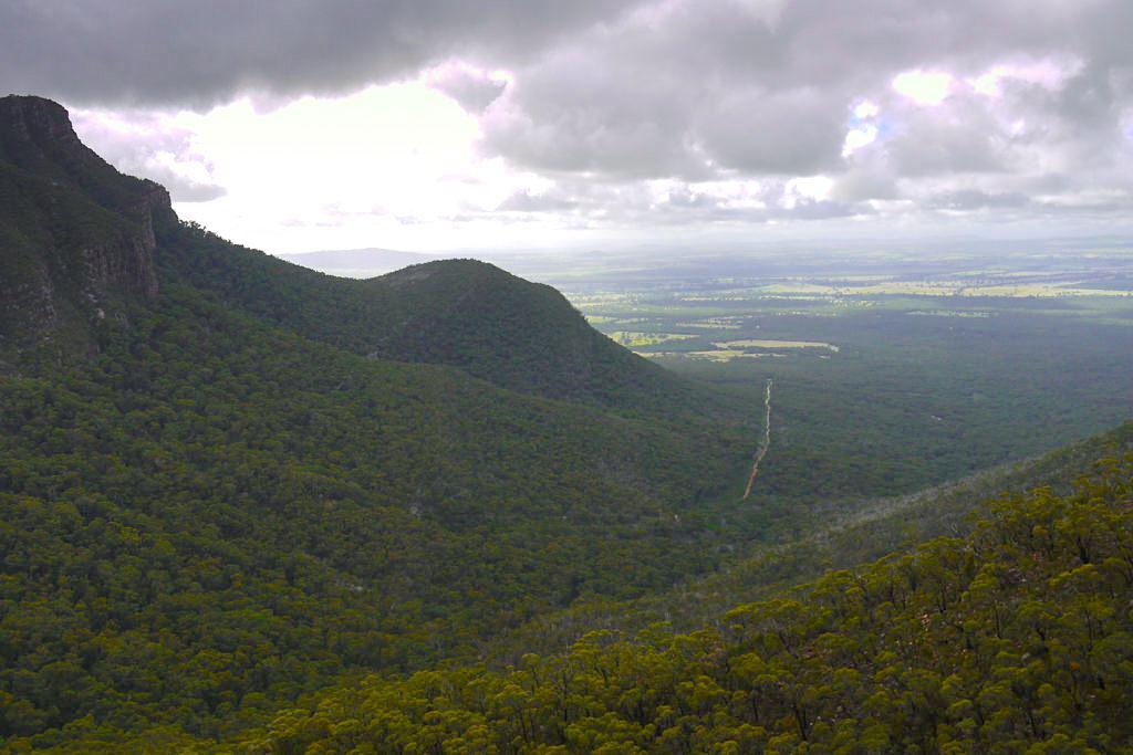 Die Grampians Road führt mitten durch den Grampians Nationalpark zu vielen Highlights - Victoria - Australien