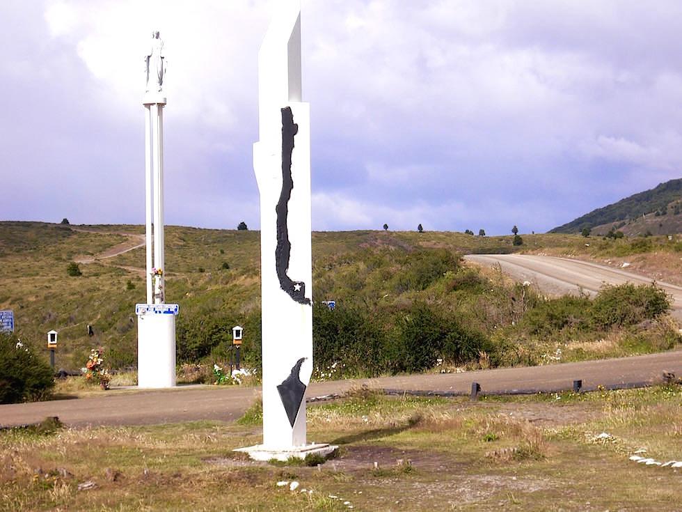 Momument Punta Arenas geographischer Mittelpunkt Chiles Patagonien