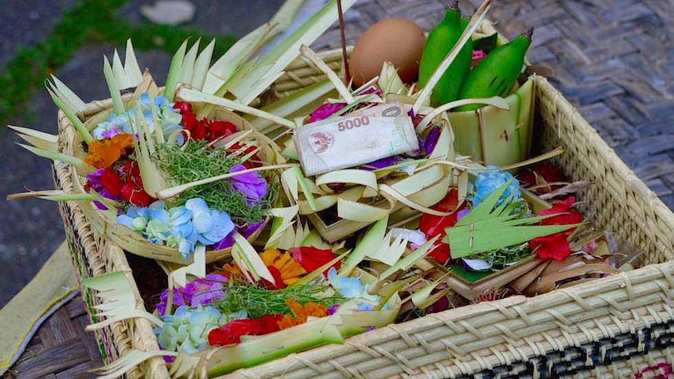 Opfergaben und Darreichungen Bali