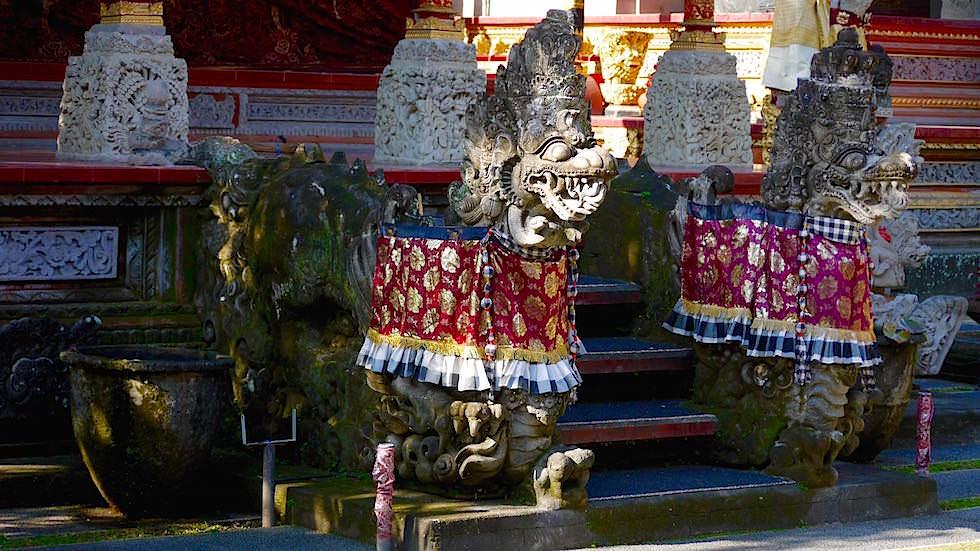 Foto-Essay: Dämonenstatue mit Sarong - Bali
