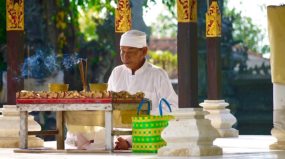 Bali Foto-Essay: Priester bei Lovina Bali