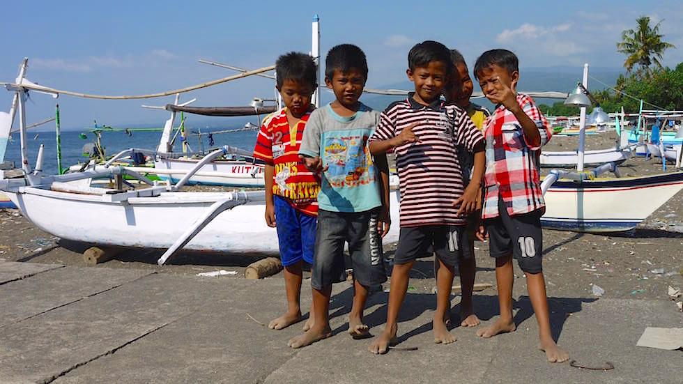 Spielende Jungs Lovina - Bali