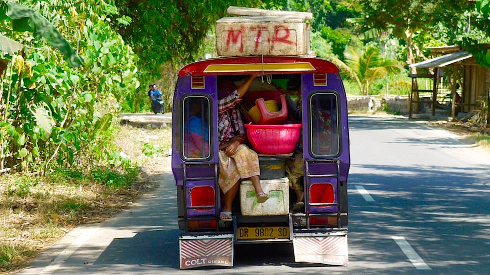 Bemo Minibus - Das Transportmittel, das hauptsächlich von einheimischen auf Bali genutzt wird - Indonesien
