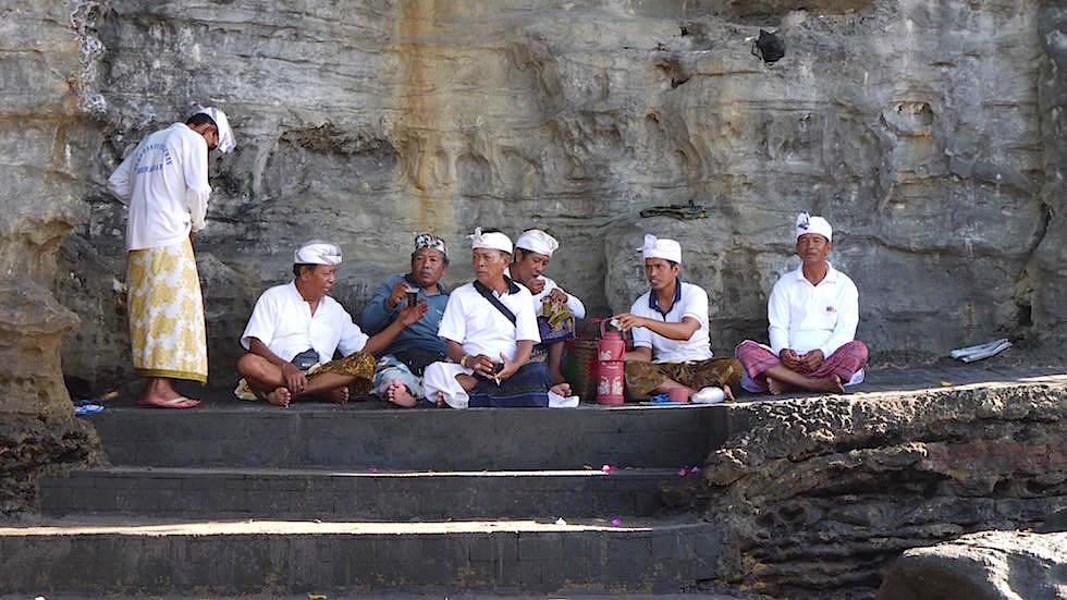 Bali Foto-Essay: Balinesische Männer Pura Tanah Lot - Bali