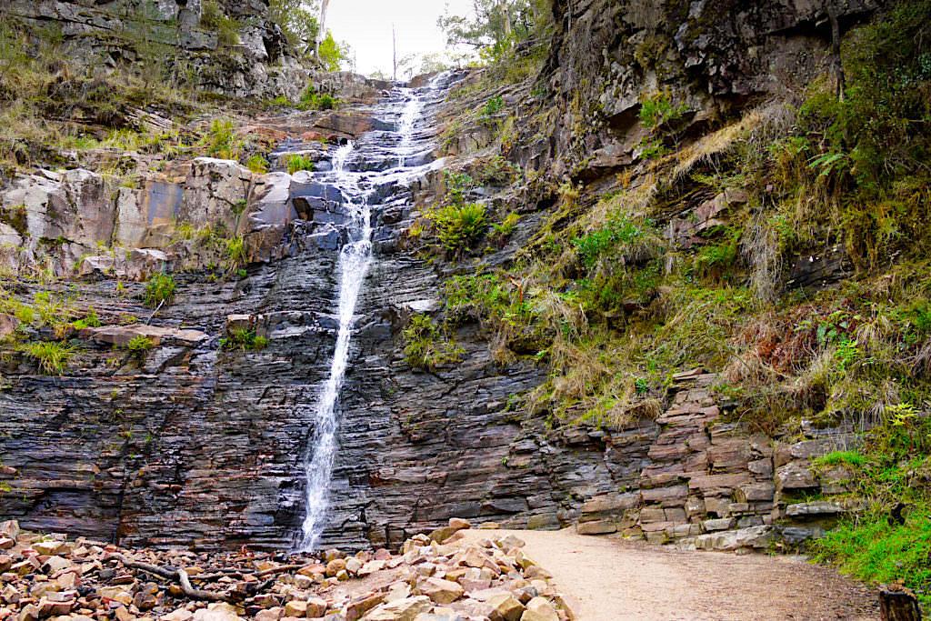 Pinnacle Lookout Wanderung - Kleiner Wasserfall bietet Erfrischung an heißen Tagen - Grampians National Park - Victory
