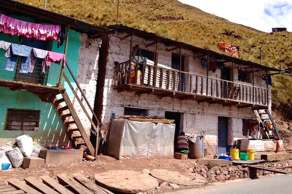 Häuser Straßenrand bei San Mateo - Peru
