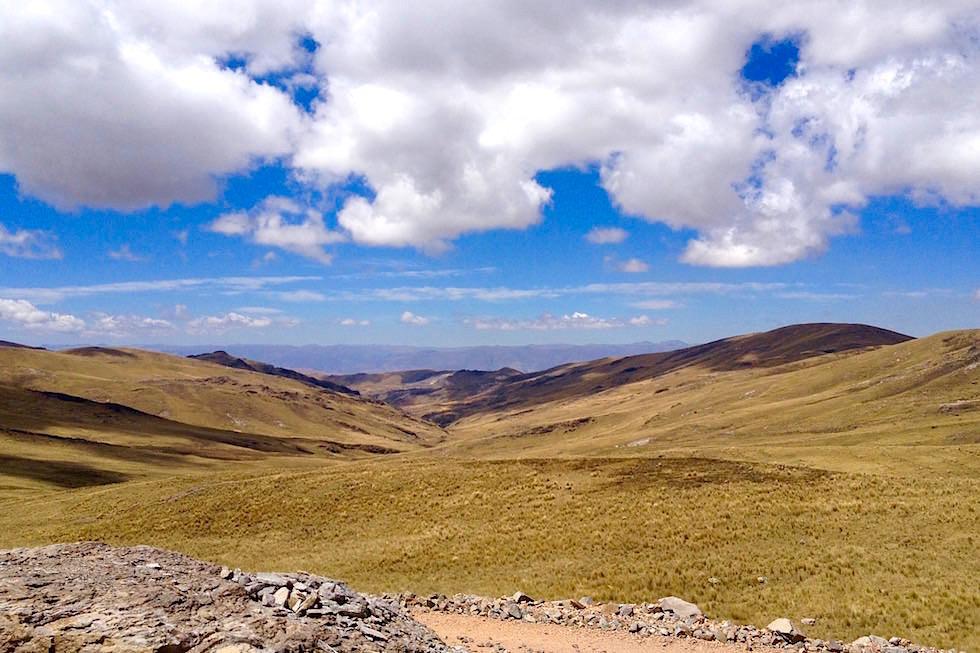 Blick Bergwelt vom Pass bei Huancavelica - Peru