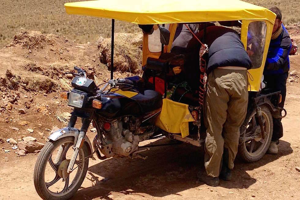 Motorrad-Auto vollgepackt - Berge - Peru