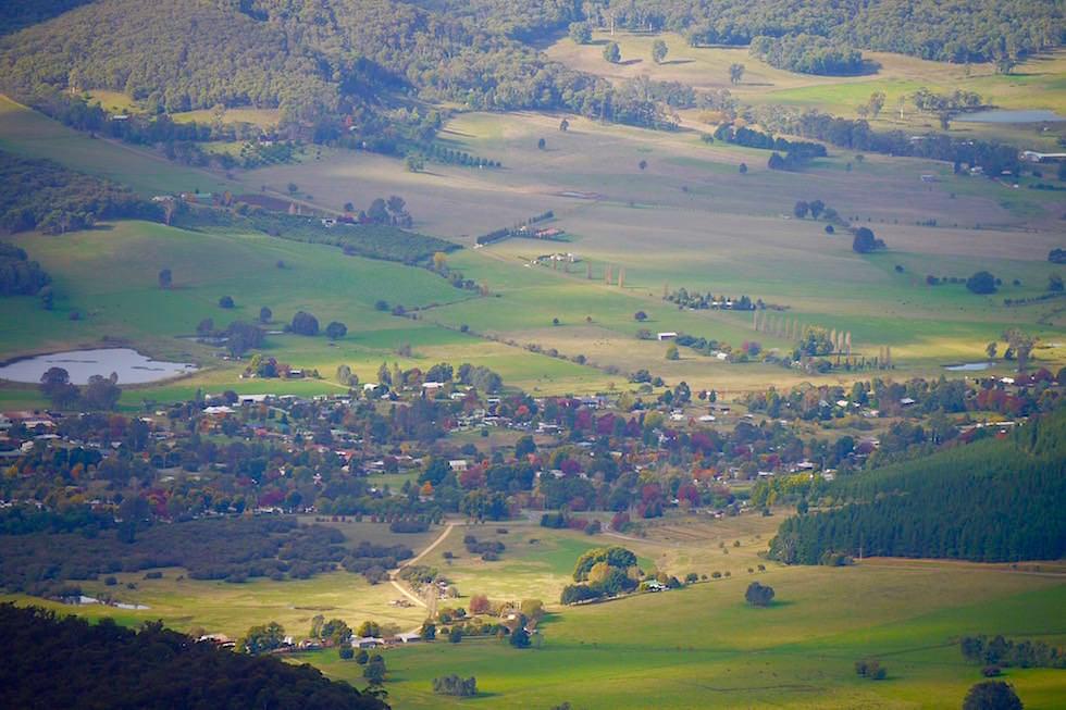 Blick auf Bright - Great Alpin Road - Victoria