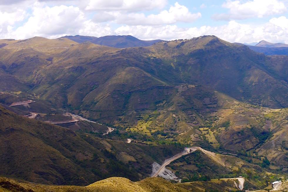 Serpentinen Schotterpiste Passstraße Altiplano - Peru