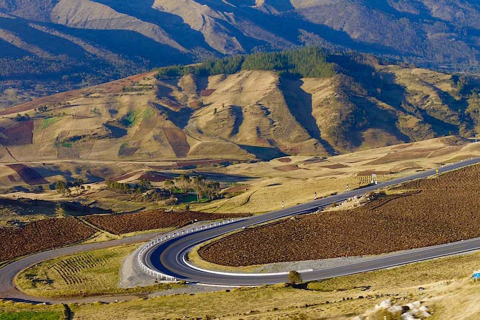 Neue tolle Passstraße bei Andahualayas - Peru