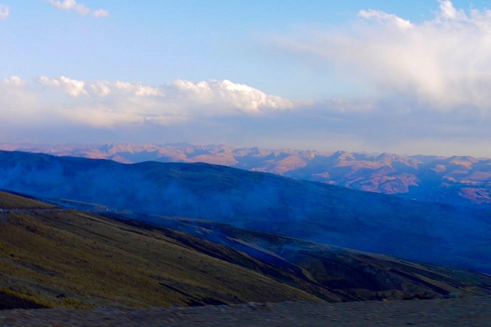 Blaue Stunde Passstraße bei Andahualayas - Peru
