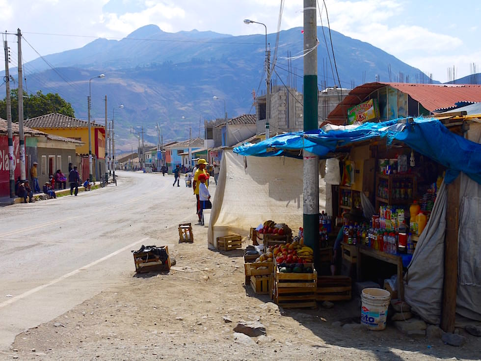 Haupt- und Durchgangsstraße Curahuasi Peru