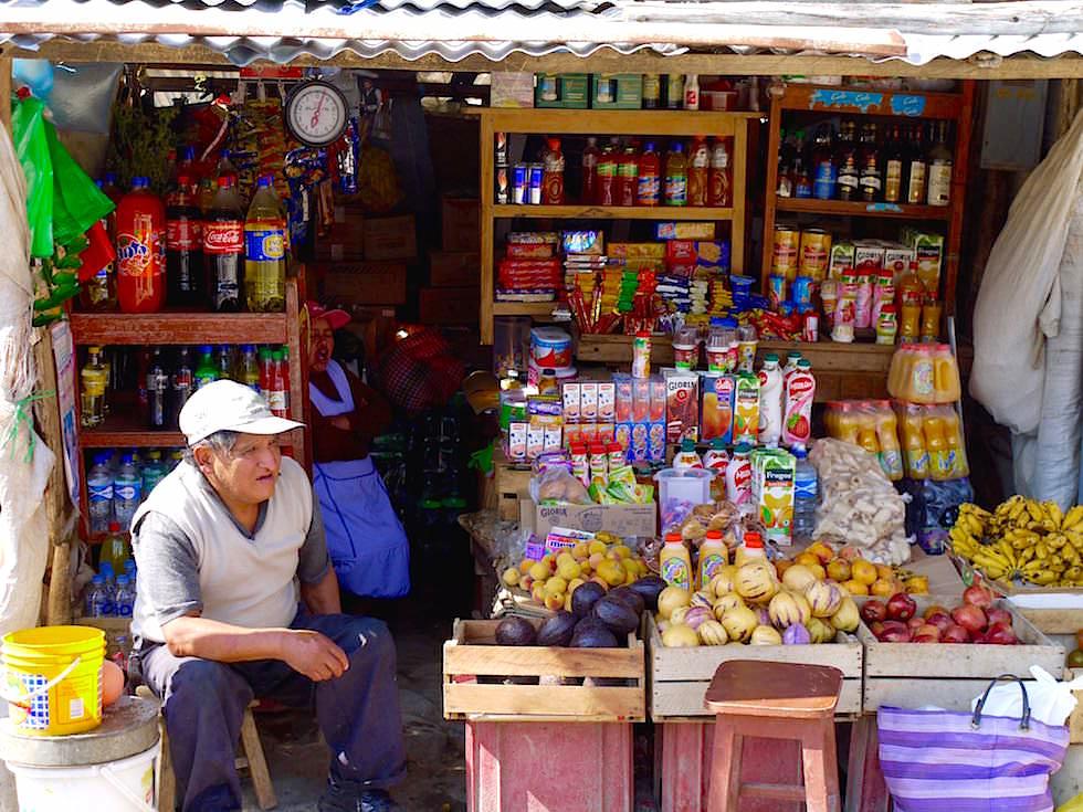 Bunter Straßenladen in Curahuasi Peru
