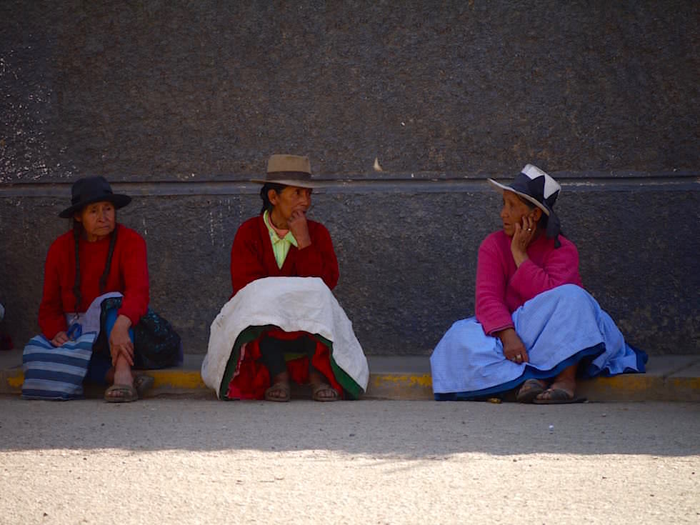 Quechua Frauen untehalten sich - Curahuasi Peru