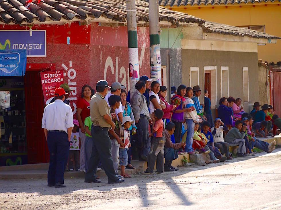 Warten auf das Rennen Caminos del Inca - Curahuasi Peru