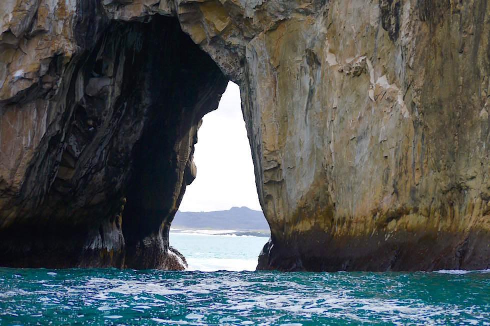 Wasserrutsche durch Fels Kanal - Galapagos San Cristobal