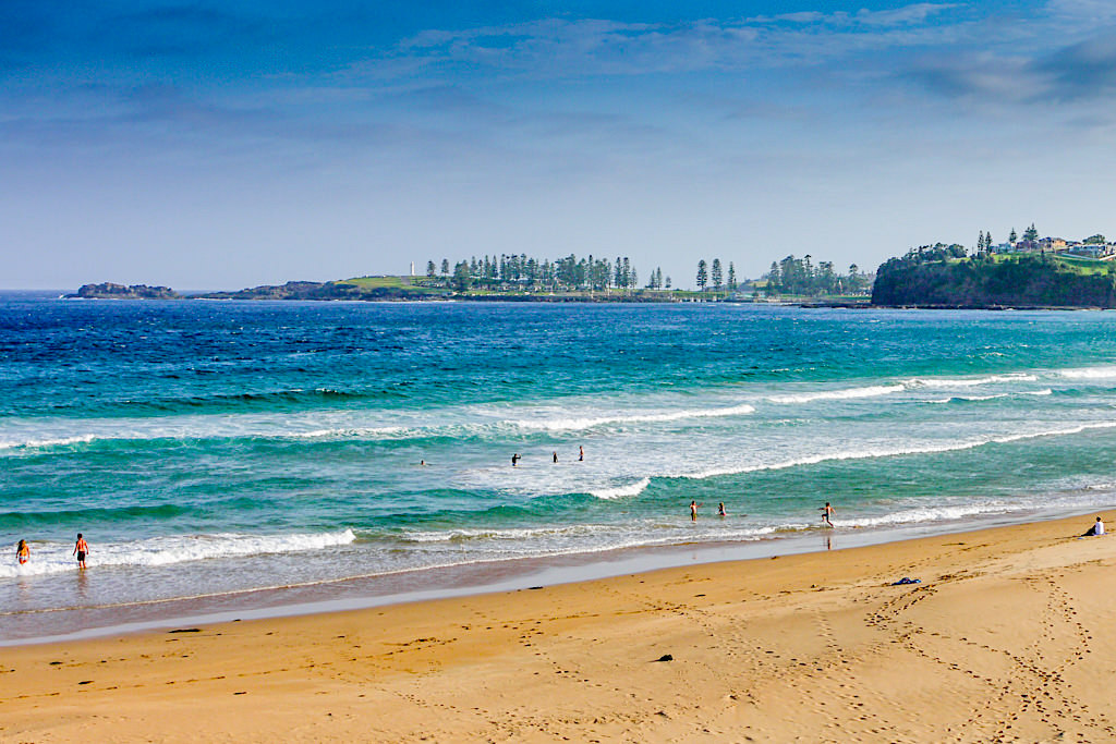 Bombo Beach - Endlos langer Strand, beste Wellen zum Surfen und Badespass bei Kiama - New South Wales