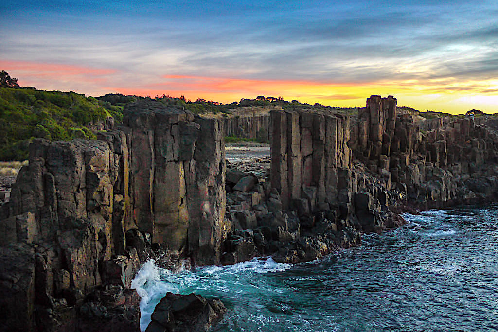 Bombo Quarry bei feurigen Sonnenaufgang - Kiama Highlights - New South Wales
