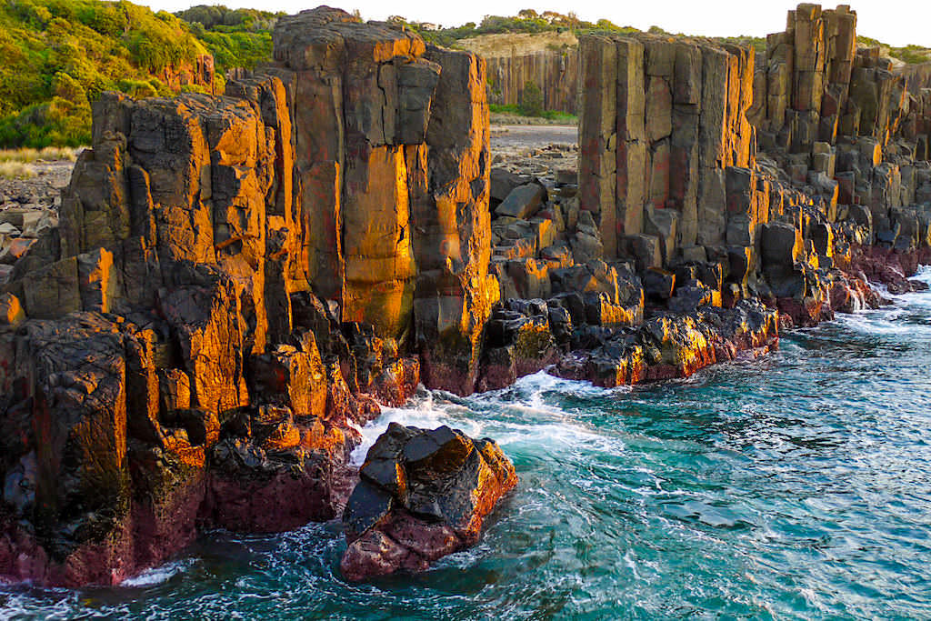 Bombo Quarry: die leuchtenden Steinsäulen bei Sonnenaufgang sind ein Kiama Geheimtipp - New South Wales