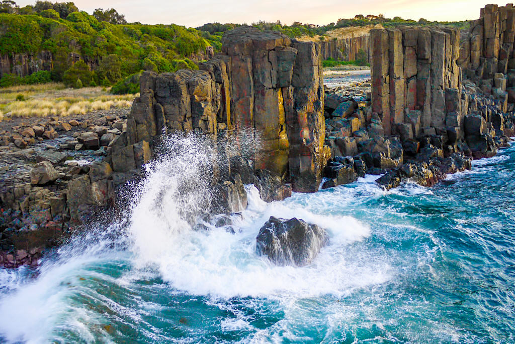 Bombo Quarry & Wellen im frühen Morgenlicht - Kiama - New South Wales
