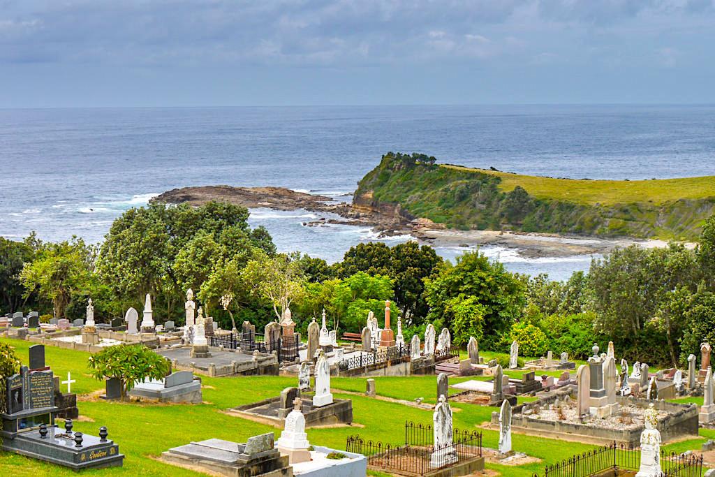 Idyllischer Geringong Cemetery südlich von Kiama - Tolle Küstenausblicke vom Friedhof - New South Wales