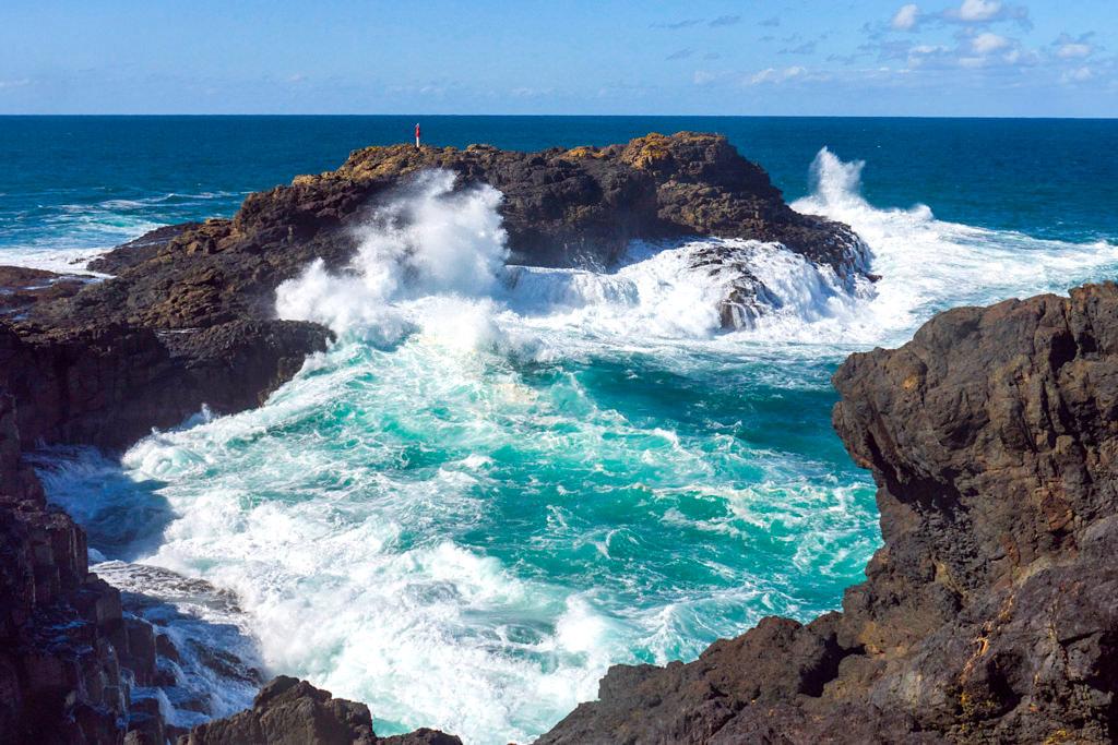 Wilde Kiama Küste - Felsbucht & tosende Wellen beim Blowhole - New South Wales