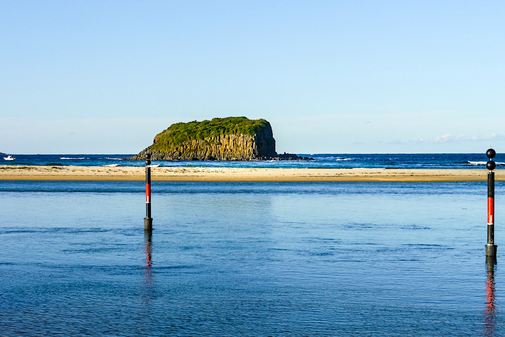 Blick auf Minnamurra Headland & Starck Island vom Minnamurra Beach aus gesehen - Kiama Highlights - New South Wales